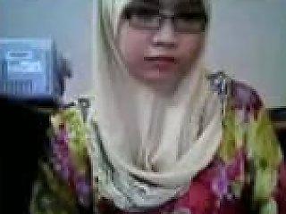 Nerdy And Slutty Malay Hijab Webcam Nympho Flashed Her Big Titties